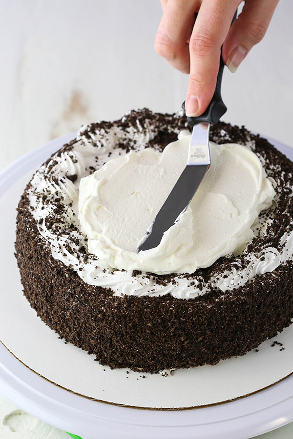 Tutorial: A beautiful OREO ice cream cake decorated for Mothers Day!