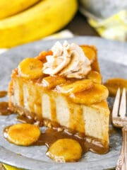 Bananas Foster Cheesecake- a thick and creamy banana brown sugar filling, cinnamon cookie crumb crust and bananas foster topping!