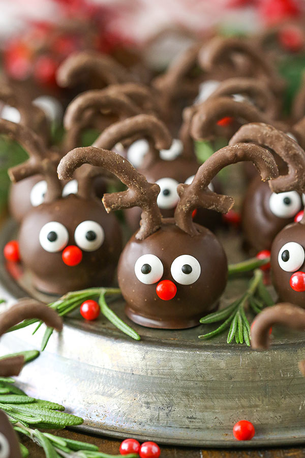 Reindeer Cookie Balls - an easy, perfect dessert for Christmas!