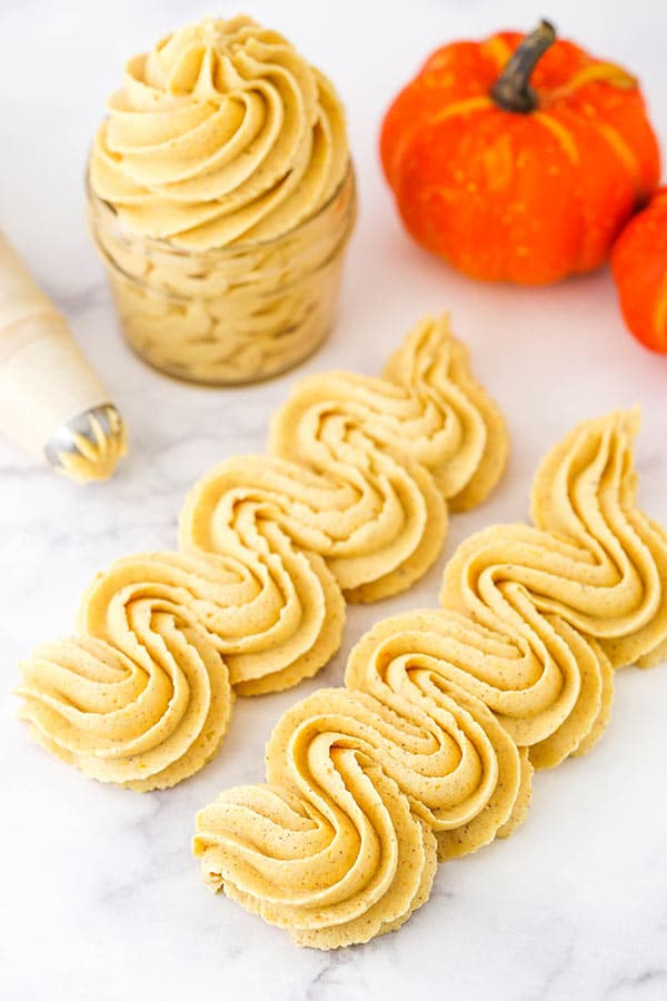pumpkin spice buttercream piping